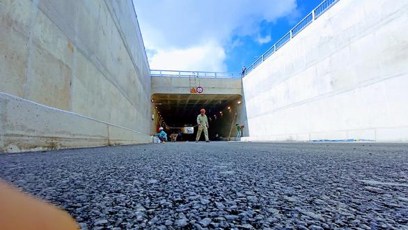 Hoàn thành nhánh đường hầm thứ 2 nút giao thông An Sương - Ảnh 1.