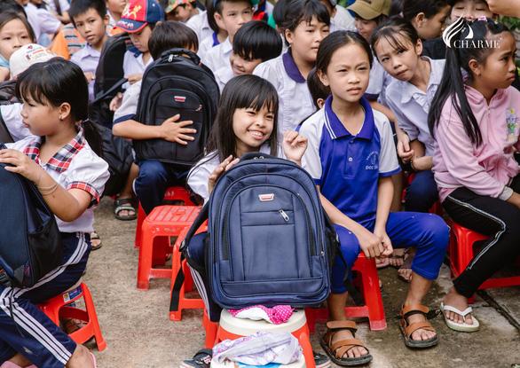 Charme Perfume thắp sáng ước mơ đến trường cho học sinh nghèo tại Cần Giờ - Ảnh 1.