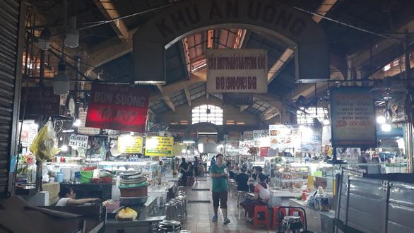 COVID-19 khiến những ngôi chợ sầm uất như Bến Thành ngáp ngủ - Ảnh 6.