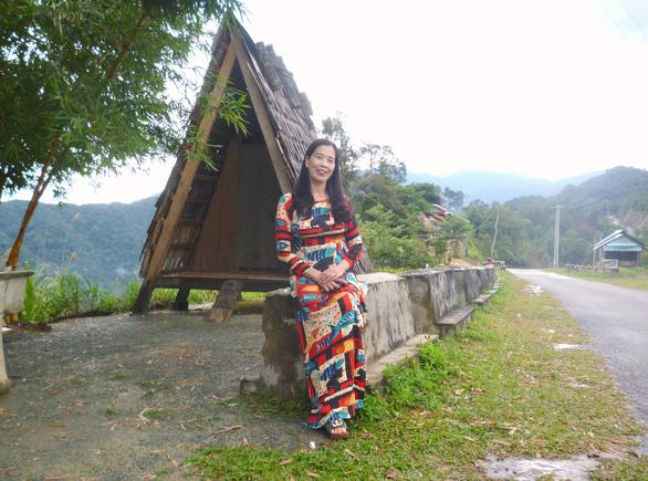 Băng qua cung đường muối Tây Giang ngắm cây pơ mu canh cửa núi rừng - Ảnh 1.