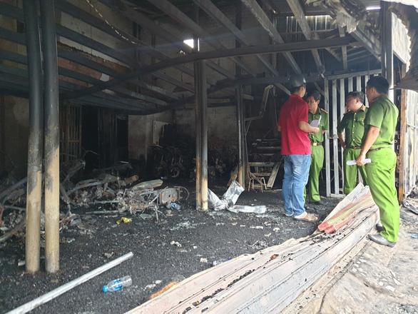 3 người chết cháy giữa ban ngày: nghi án giết người tình rồi tự sát - Ảnh 1.