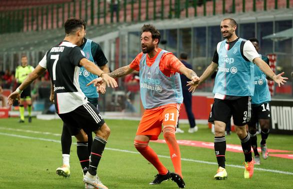 Ronaldo ghi bàn, Juventus vẫn thua ngược Milan dù dẫn trước 2-0 - Ảnh 2.
