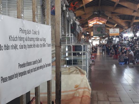 COVID-19 khiến những ngôi chợ sầm uất như Bến Thành ngáp ngủ - Ảnh 13.
