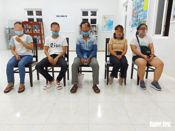 Bắt giữ 11 người nhập cảnh trái phép từ Campuchia về Việt Nam - Ảnh 1.