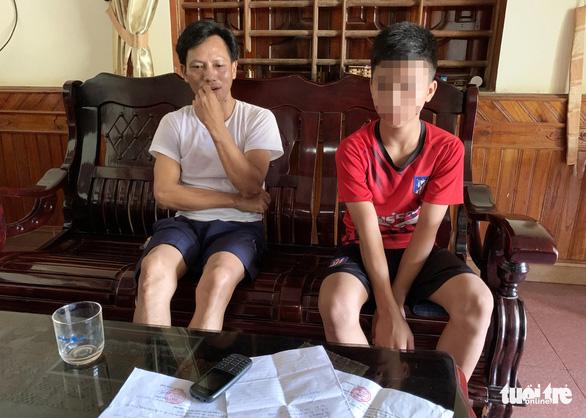 Nợ tiền giữ xe 162.000 đồng, học sinh cấp II bị gọi lên viết 'giấy báo nợ' - Ảnh 2.