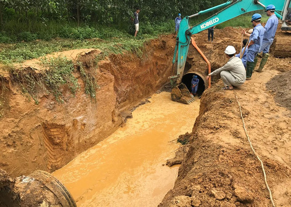 Giữa nắng nóng đỉnh điểm, Sông Đà thông báo dừng cấp nước vì vỡ đường ống - Ảnh 1.