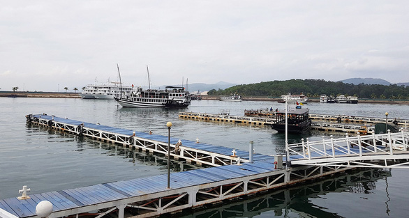 Vịnh Hạ Long, vịnh Lan Hạ cùng một vùng biển nhưng muốn thăm phải qua 2 lần đò - Ảnh 4.