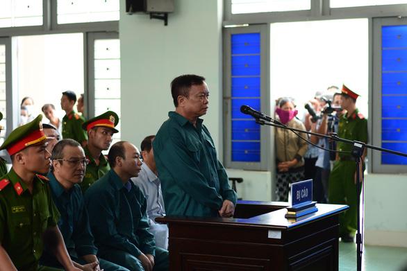 Hoãn phiên xét xử nguyên chủ tịch UBND TP Phan Thiết cùng thuộc cấp - Ảnh 2.