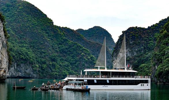 Vịnh Hạ Long, vịnh Lan Hạ cùng một vùng biển nhưng muốn thăm phải qua 2 lần đò - Ảnh 1.