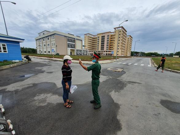 Huế đón 73 người từ Đà Nẵng về để đưa đi cách ly tập trung - Ảnh 1.