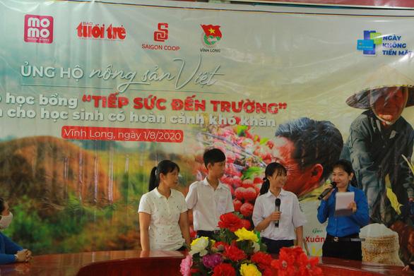 Học sinh Vĩnh Long nhận học bổng 'Ủng hộ nông sản Việt' - Ảnh 3.