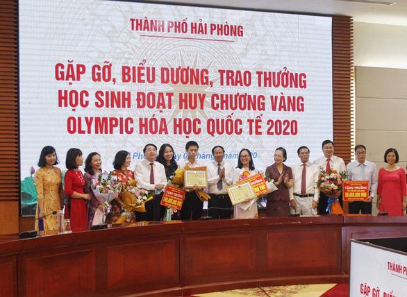 Hải Phòng chi gần 5 tỉ thưởng học sinh, giáo viên đoạt giải cao - Ảnh 1.