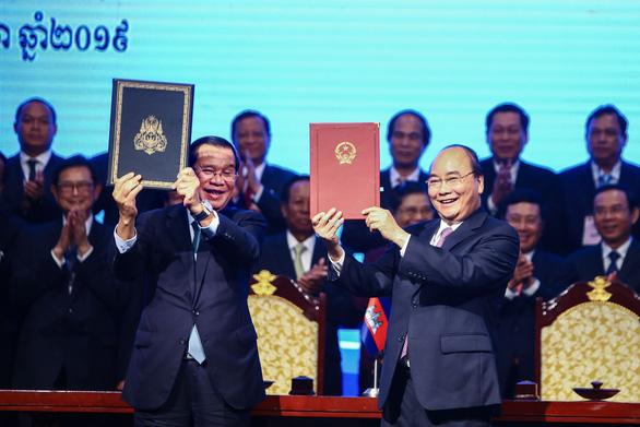 Giao nhận bản đồ địa hình biên giới Việt Nam - Campuchia - Ảnh 1.