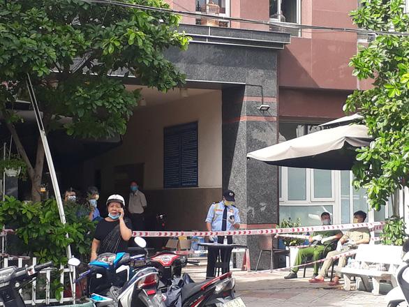 Phong tỏa một block 15 tầng chung cư Thái An có ca nghi nhiễm virus corona - Ảnh 1.