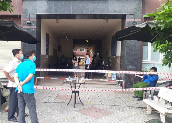 Phong tỏa một block 15 tầng chung cư Thái An có ca nghi nhiễm virus corona - Ảnh 2.