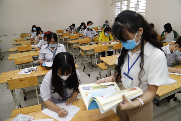 Sáng nay 10-8, thí sinh thi bài thi khoa học tự nhiên và khoa học xã hội - Ảnh 6.