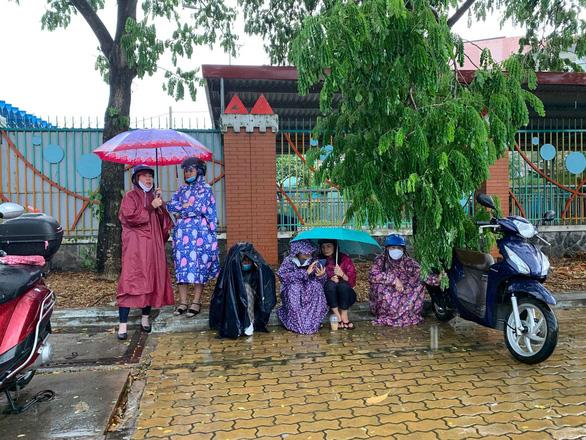Bão Jangmi và áp thấp nhiệt đới gây mưa toàn Nam Bộ nhiều ngày tới - Ảnh 1.