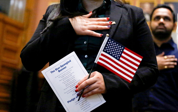 Người Mỹ bỏ quốc tịch tăng kỷ lục, cao gấp đôi năm 2019 - Ảnh 1.