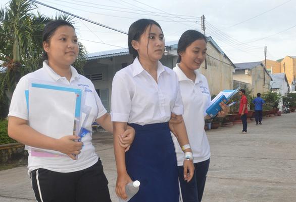 Mổ ruột thừa được 2 ngày, thí sinh Khmer quyết không bỏ lỡ kỳ thi - Ảnh 1.