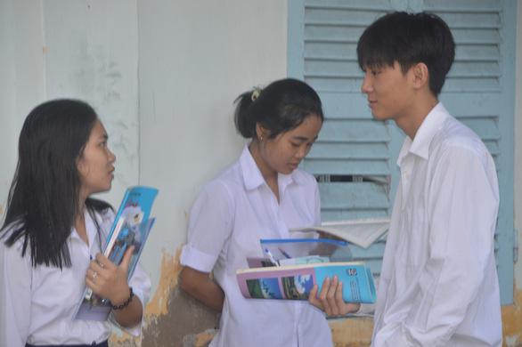 Mổ ruột thừa được 2 ngày, thí sinh Khmer quyết không bỏ lỡ kỳ thi - Ảnh 2.