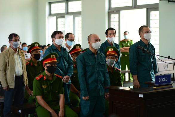 Các cựu lãnh đạo TP Phan Thiết hầu tòa trở lại - Ảnh 1.