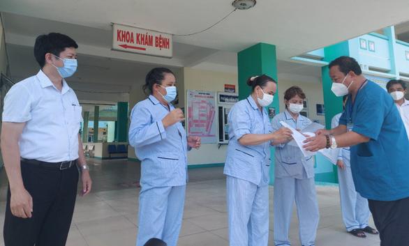 4 bệnh nhân COVID-19 ở Đà Nẵng ra viện - Ảnh 1.
