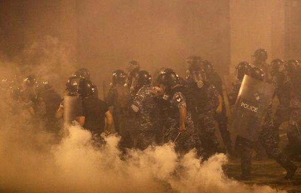 Cảnh sát Lebanon bắn hơi cay giải tán biểu tình - Ảnh 1.