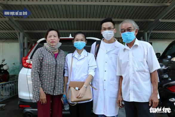 Bác sĩ Huế lên đường chi viện: Khi nào Đà Nẵng hết dịch, con lại về - Ảnh 2.