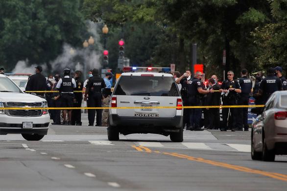 Vụ nổ súng bên ngoài Nhà Trắng: mật vụ và nghi can đều bị thương - Ảnh 1.