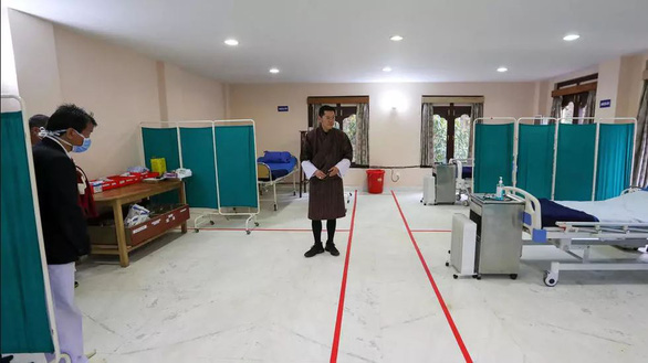 Quốc gia hạnh phúc nhất thế giới Bhutan lần đầu phong tỏa COVID-19 - Ảnh 1.