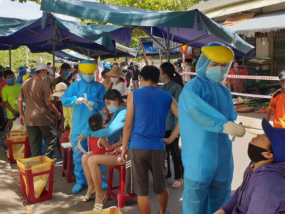 3 bệnh nhân COVID-19 đi chợ Nại Hiên Đông, khẩn cấp dừng hoạt động chợ - Ảnh 1.