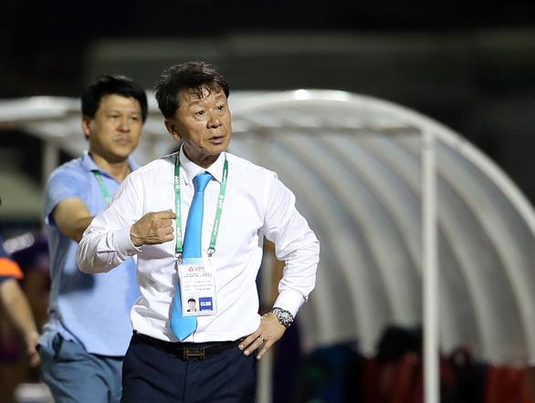 Sau hai tuần xin nghỉ, HLV Chung Hae Soung trở lại dẫn dắt CLB TP.HCM - Ảnh 1.
