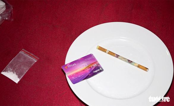 Phát hiện 19 khách và nhân viên quán karaoke dương tính với ma túy - Ảnh 2.