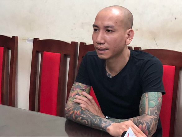 Phú Lê cùng đàn em bị khởi tố vì đánh người nhà Đào Chile nhập viện - Ảnh 1.