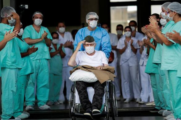 CHUYỆN LẠ: Hàng chục bệnh nhân trăm tuổi ở Mexico đánh bại COVID-19 - Ảnh 1.