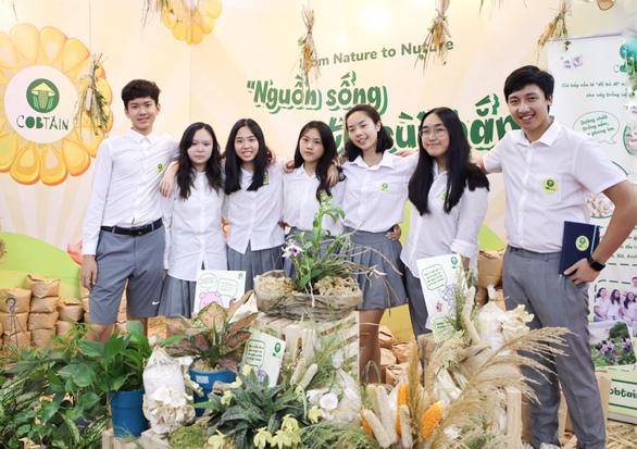 Tái chế cùi bắp, học sinh Việt Nam vô địch cuộc thi Khởi nghiệp trẻ quốc tế 2020 - Ảnh 1.