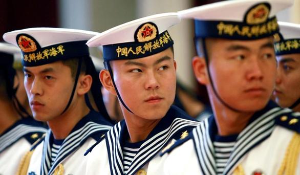 Trung Quốc chỉ đạo binh sĩ không nổ súng trước khi đối đầu Mỹ trên biển? - Ảnh 1.