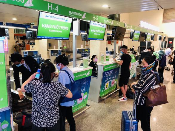 Các hãng bay mở bán hàng triệu vé Tết 2021 - Ảnh 1.