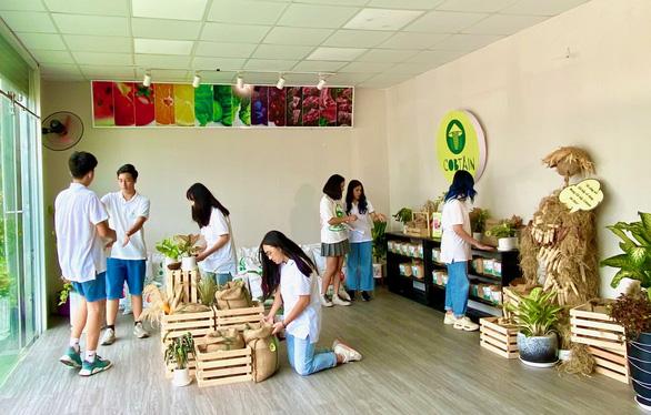 Tái chế cùi bắp, học sinh Việt Nam vô địch cuộc thi Khởi nghiệp trẻ quốc tế 2020 - Ảnh 2.