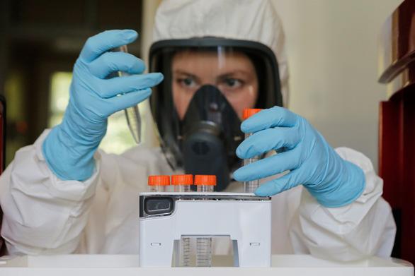 Dịch COVID-19 sáng 13-8: Nga công bố giá vắcxin, Anh giảm bớt 5.000 ca tử vong - Ảnh 2.