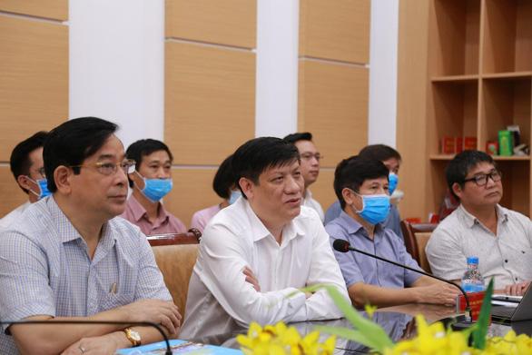 4 giáo sư đầu ngành vào Huế, Quảng Nam cứu bệnh nhân COVID-19 nặng - Ảnh 1.
