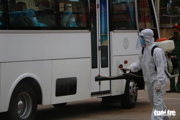 230 người từ Malaysia đã về Ninh Thuận cách ly tập trung - Ảnh 4.