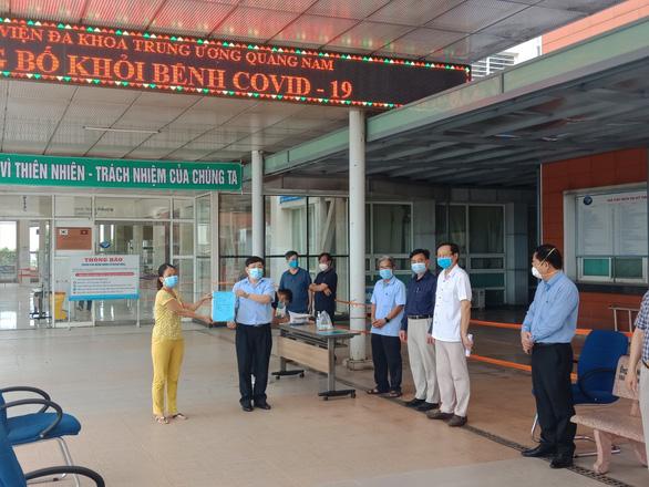 Hai bệnh nhân COVID-19 ở Quảng Nam đã khỏi bệnh xuất viện - Ảnh 1.