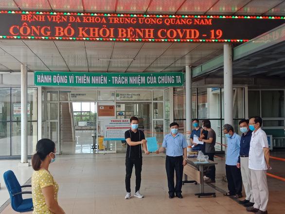 Hai bệnh nhân COVID-19 ở Quảng Nam đã khỏi bệnh xuất viện - Ảnh 2.