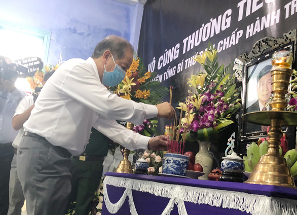Dân làng Rồng xứ Huế lập bàn thờ nguyên Tổng bí thư Lê Khả Phiêu - Ảnh 1.