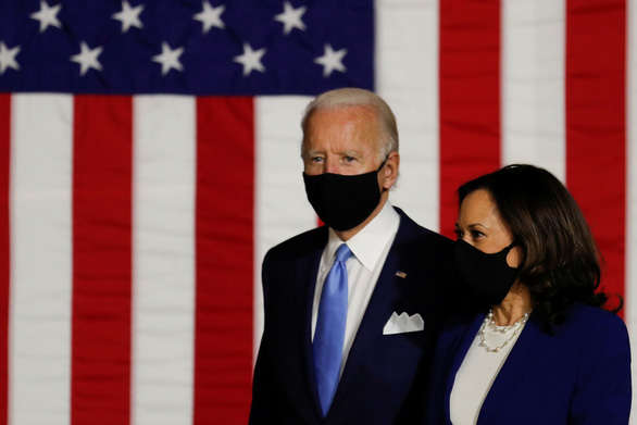 Ông Joe Biden kêu gọi thống đốc bang bắt buộc đeo khẩu trang - Ảnh 1.