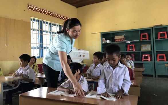 Giáo viên không được tuyển đặc cách vì vướng quy định - Ảnh 1.