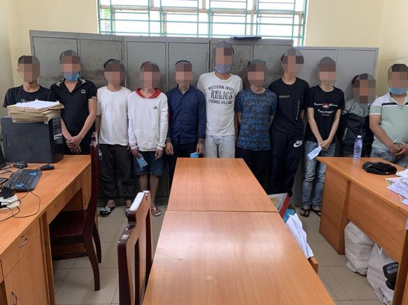 Vụ đập phá quán trà sữa ở quận Bình Tân: Công an mời 11 người liên quan - Ảnh 1.