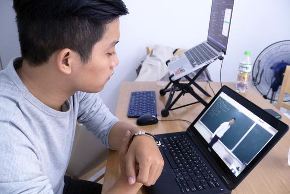Dạy học trực tuyến: Giảm chi phí, tăng cơ hội tiếp cận - Ảnh 1.