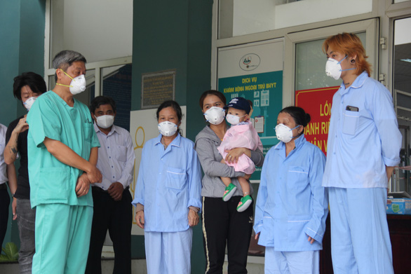 Đà Nẵng tiếp tục cho xuất viện 5 bệnh nhân khỏi COVID-19 - Ảnh 1.